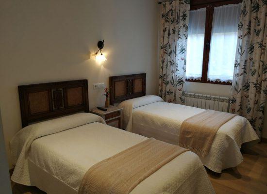Habitacion doble camas separadas- La campanona